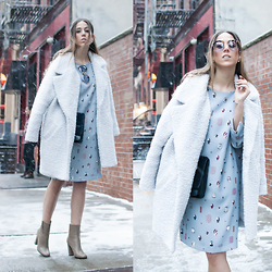 Alison Liaudat - Sisley White Coat, Escada Light Blue Dress, Sandro Clutch, Miu Round Shades, Zalando Boots - On a snowing fashion day