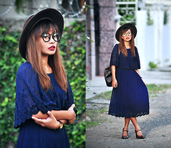 Clair De Lune Wild Rose - Emoda Spectacles, Pop Up Shop At Expo Old Style Dress - Blue Witch