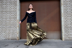 Evelyne Wyss - Faith Connexion Golden Maxi Skirt, Faith Connexion Navy Blazer - G o l d r u s h