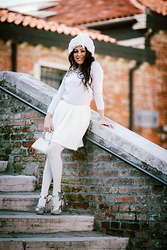 ManueLita - Liu Jo Sweater, Lazzari Skirt, Sergio Rossi Shoes, Vintage Bag - White Winter in Venice
