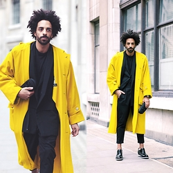 Oli Worlds - Maison Martin Margiela Oversize Blazer, Hugo Boss Blazer, Maison Martin Margiela Black Pants, Mad Pax Clutch, Guidomaggi Dress Shoes, Vintage Coat From The 20' - YELLOW BIRD @ LFW FW15 DAY1