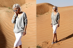 Da Li - Uniqlo Sweater, Oh My Dress - SANDS