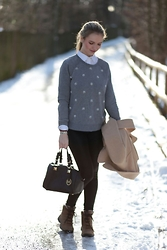 Franziska Elea - Abercrombie&Fitch Sweater, H&M Blouse, Michael Kors Bag, Calzedonia Leggins, Timberland Shoes, Dorothee Schumacher Coat - Casual-Chic
