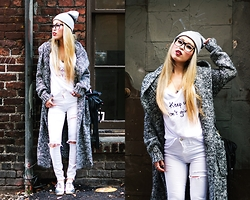 Aika Y - Forever 21 Beanie, Now I Style Floor Length Cardi, Le Motto Tee, Topshop Diy Ripped Jeans, Justfab Metallic Oxford Shoes, Ebay Fringe Bag, Urban Outfitters Readers - Casual-ing in The Best Gray Cardi