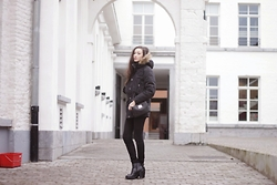 Linh Minouderie - Carharrt Parka, Mango Bag, New Look Shoes - Cold