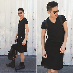 MARTAN . - Uniqlo T Shirt, Alexander Mcqueen Kilt, Marc By Jacobs Backpack, Trippen Boots, Ray Ban Sunglasses - K I L T