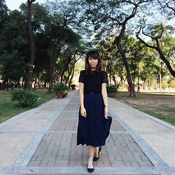 Hannako Ngohayon - H&M Ponted Navy Flats - It's black and blue