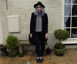 Charlotte Smith - Monki Blazer, Pull & Bear Trainers, Gap Jeans - Happy Monday