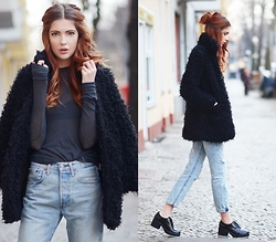 Ebba Zingmark - Style Moi Fake Fur Coat, Levi's® Jeans, Shellys London Shoes, Isabel Marant Top - GAME ON