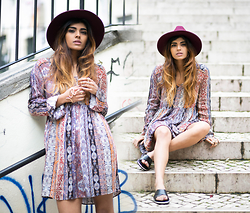 Kavita D - Boohoo Burgundy Fedora Hat, Bershka Paisley Dress, Bershka Cross Slider Sandals, Ebay Snake Palm Cuff - The streets of portugal