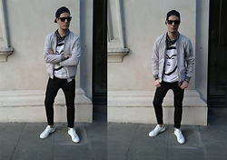 Mirko Massa - Mrflipartclothing Sweatshirt, Bershka Bomber Jacket, Pull & Bear Trousers, Ray Ban Sunglasses, Adidas Stan Smith - MR GREY