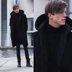 Georg Mallner - Musèe Noir Vest, Uniqlo Turtle Neck - March 03, 2015