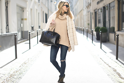 Caroline Louis - Zara Coat - Cosy and casual
