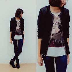 Juliana - Hering Shirt, Hering Black Jacket, Hering Leggings - Just my style.