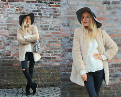 Janine - Zara Faux Fur Coat, H&M Hat, Zara Ripped Jeans, Stella Mccartney Bag - Munich Chic