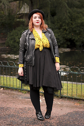 Audrey G. - Fashion Cuir Leather Biker Jacket, Asos Yellow Shirt With Heart Print, Asos Black Skirt With Tulle, André Black Derbies Shoes With Heels, Helen Berman Bowler Hat - Preppy rock
