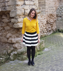 Laurence & Caroline Henuzet - H&M Yellow Cardigan, Forever 21 Striped A Line Skirt, Asos Ballerina Flat Shoes Black - Sunny Saturday at Brussels
