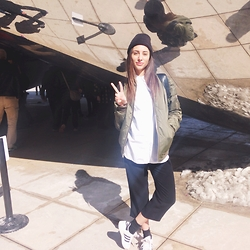 Olivia - Urban Outfitters Toque, Aritzia Shirt, Stüssy Jacket, Aritzia Pants, Adidas Shoes - Tourist