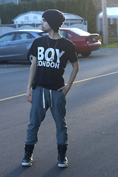 Joffery Hollsworth - Balmain Hightops, Boy London Oversized T Shirt, Solid Supply Casual Pants, Boysco Touque - London Boy