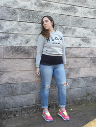 Angelica Giannini - Msgm Felpa, Tezenis Top, Pimkie Jeans, Saucony Sneakers - Sporty look