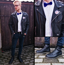 Marcin Światoszek - Dr. Martens 1460 Nappa, Ramones, Marks&Spencer Bow Tie, Pull & Bear White Shirt - Rock'n'roll saturday