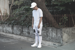 Argie Alcantara - Os Accessories Fangs Cap, Topman Long Length Shirt, Asos Jersey Shorts With Meggings, Nike Son Of Force Low, Asos Plug Earrings - Blanc