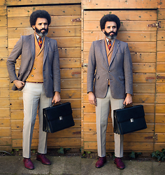 Dualleh Abdulrahman - Canva Den Haag Vintage Customized Blazer, Canda Diy Pants, No Brand Black Office Bag, No Brand Flower Tie, Vanilia Diy Sweater - Spring 2
