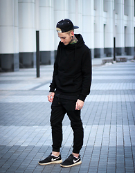 Nikki Future - H&M Hoodie, Bershka Joggers, Nike Sneakers - Dark As Space