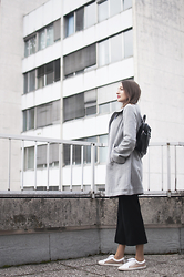 Duckalicious . - Beezee Eco Kid Coat, Second Hand Pants, Second Hand Backpack, Asos Sneakers - Gray love