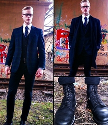 Marcin Światoszek - Filnland Made Plaid Jacket, H&M Black Vest, Dr. Martens 1460 Made In England, Wool Coat Made In England, Next Deer Tie - Classy tuesday