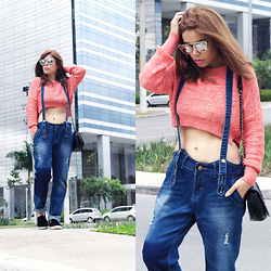 Priscila Diniz - Sunnies, Cropped Sweater, Dungarees, Sneakers, Bag - Enthusiasm moves the world!