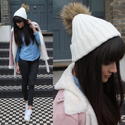 Victoria Rose -  - Bobble Hat