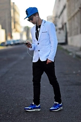 Reda Archane - Zara White Blazer, Zara Black Jean, Nike Air Max One, Reebok Blue Snapback - Buffalo Bill