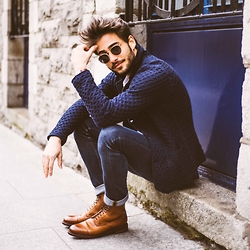 Raphaël Spezzotto-Simacourbe - Loft Design By Jacket, Meermin Shoes, Daniel Wellington Watch, Ray Ban Glasses, Sandro Jeans - Blue is the warmest colors