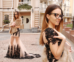 Iren P. - Dresswe Nude And Black Lace Evening Dress, Zara Faux Fur Cream Stole, Cat Eye Glasses, Black Clover Earrings, Blackfive Light Pink Studded Clutch - FAUX FUR STOLE