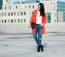 ANETTE ...ideaforfashion - Zara Boyfriend Jeans - BOYFRIEND JEANS & ORANGE CARDIGAN