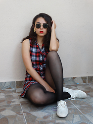 Judith Loyola - Forever 21 Dress, Keds Sneakers, Ray Ban Sunglasses - Tartan