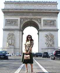 Tamara Kalinic - Burberry, Porsche Design, Valentino, Aspinal Of London, Céline - PFW Day 4