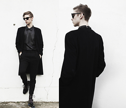 Mikko Puttonen - Ray Ban Shades, Ilaria Lepore Top, All Saints Trousers, Guidomaggi Shoes, River Island Coat - Let the shoes talk