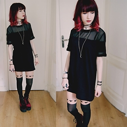 Lea B. - H&M Dress - Heart tights