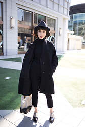 Samantha Mariko - Le Ciel Bleu Chester Coat, Uniqlo Turtleneck, Le Ciel Bleu Tapered Pants, Uniqlo Fedora, Zara Leather Tote, Garment Seven Pointed Loafer - Sleek black in the bright light
