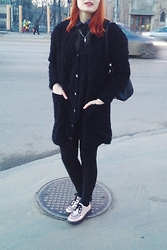 Corinne Noir - Noisy May Fluffy Cardigan, Zara Oversized Cardigan, Pink Holographic Creepers, Reversed Black Shirt - Le pringtemps