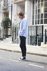 Rolandas Lušinskis - H&M Hat, Uniqlo Shirt, Cheap Monday Jeans, Converse Sneakers - GOLDEN HOUR IN MARYLEBONE