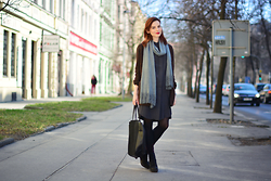 Sju Janosova - H&M Cardigan, H&M Shirt Dress, Mango Bag, Vagabond Boots - Spring in Prague