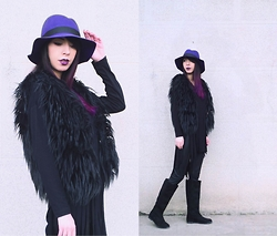Katy Mage - Oasap Hat, Chicnova Fur Vest, Bershka Faux Leather Leggings, Onlymaker Boots - ALL BLACK WITH A TWIST