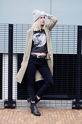 Anita VDH - The Golden Heart Store Moon Print Crop Top, Subdued Black Jeans, H&M Long Blazer, Invito Chelsea Boots Black, The Golden Heart Store Grey Beanie - Midnight
