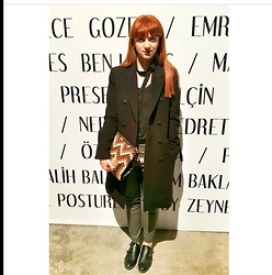 Elif Salihoğlu - Mango Coat, Pull & Bear Leather Tight, Pull & Bear Clutch, H&M Earings, New Hair, Oxford, Black Shirt - Fashion week