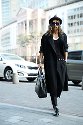 INWON LEE - Chloé Outwear, Gucci Bag, Byther Sunglasses - Spring is coming