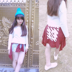 Linh Ngoc - Cobalt Beanie, White Woolen Top, Kris Blouse, White Leather Slipper - A YOUNG WILD GIRL ON THE  STREET