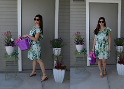 Sera A. - Céline Tortoise Sunglasses, J. Crew Venus Fly Trap Necklace, Zara Silk Floral Dress, Tory Burch Gold Foil Wedges - Luck of the Irish!